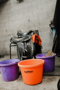 Tack cleaning station